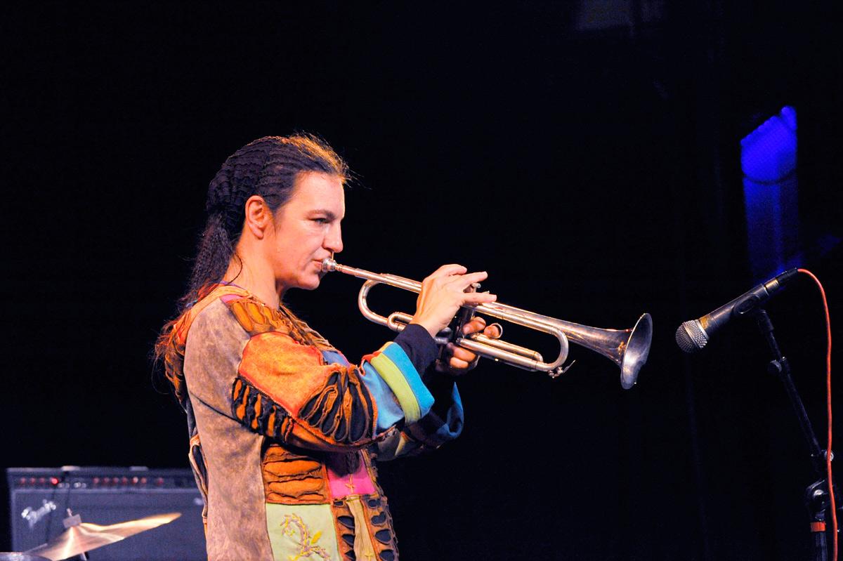Hilaria Kramer live