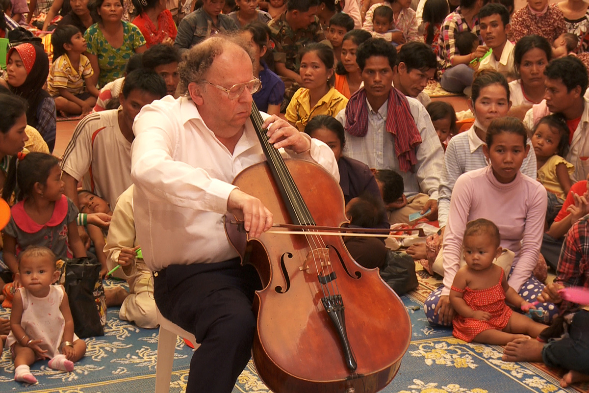 "Beat Richner: ""A Cello talks like a human"""